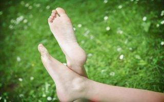 Что делать, если у ребенка бородавки на ноге