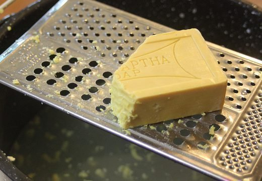 Хозяйственное мыло от папиллом на лице или теле, отзывы и рецепты