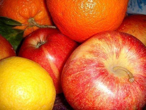 Красные и оранжевые фрукты