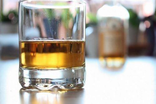 Крапивница от алкоголя: причины появления, можно ли пить, лечение