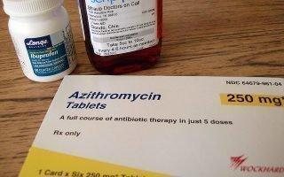 Допускается ли появление крапивницы после антибиотиков