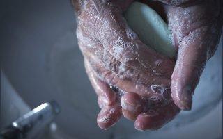 Причины фурункула на руке