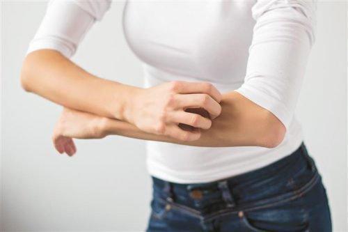 Почесуха взрослых, пруриго: причины, лечение народными средствами, диетой