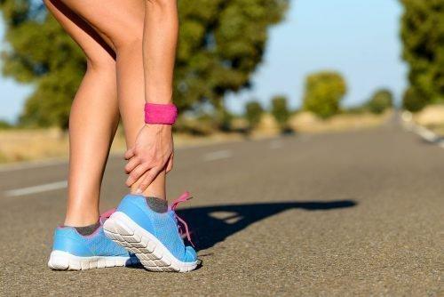 Лопнула мозоль на ноге: что делать, как лечить, народные средства