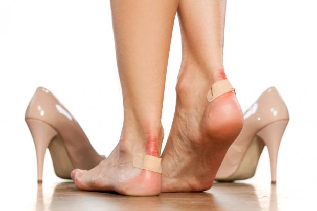 Больная мозоль на ноге сильно болит, что делать