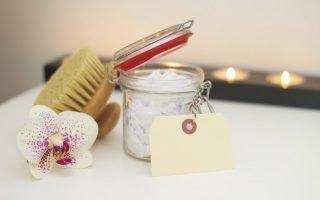 Как можно убрать натоптыши на пятке в домашних условиях