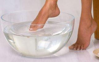 Какие средства помогают справиться с сухими мозолями на пальцах ног