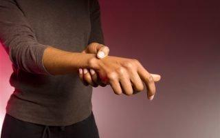 Описание гигромы лучезапястного сустава кисти: симптомы и лечение
