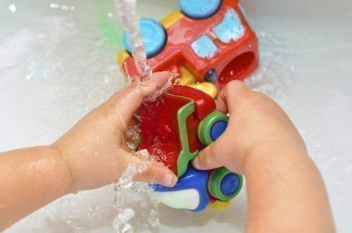Мытье игрушек