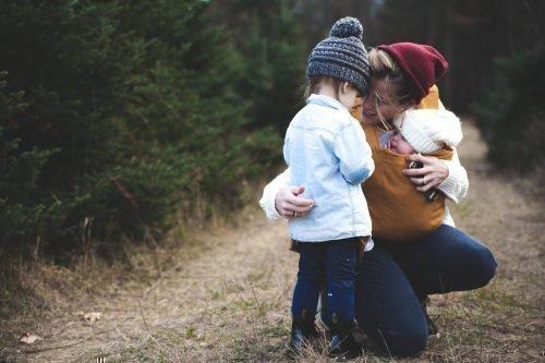 Ребенок и женщина
